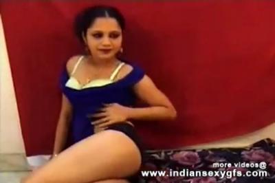 desi Desi Bhabhi nude in front of camera for money